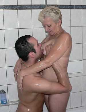 Free Wet Mature Porn Pictures