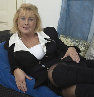 Free Mature Solo Porn Pictures