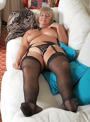 Free Mature Sleeping Porn Pictures
