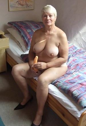 Free Mature Dildo Porn Pictures