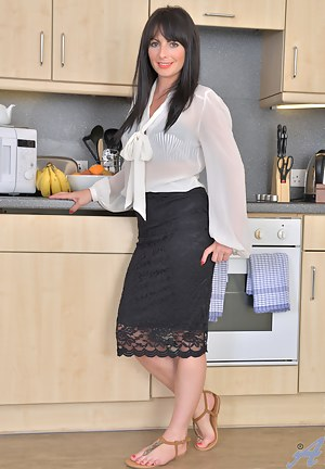 Free Mature Kitchen Porn Pictures