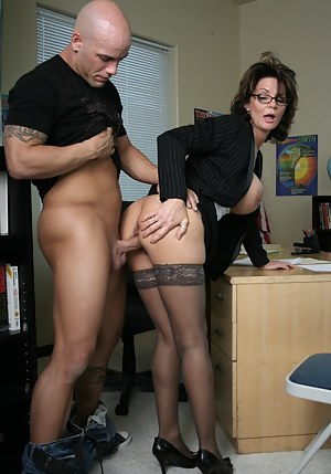 Free Mature Standing Porn Pictures